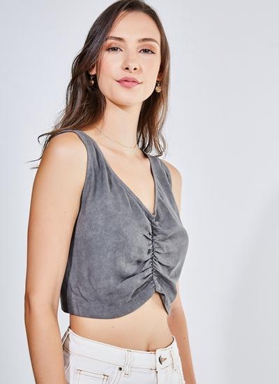 Blusa Cropped Estonada Com Detalhe No Decote