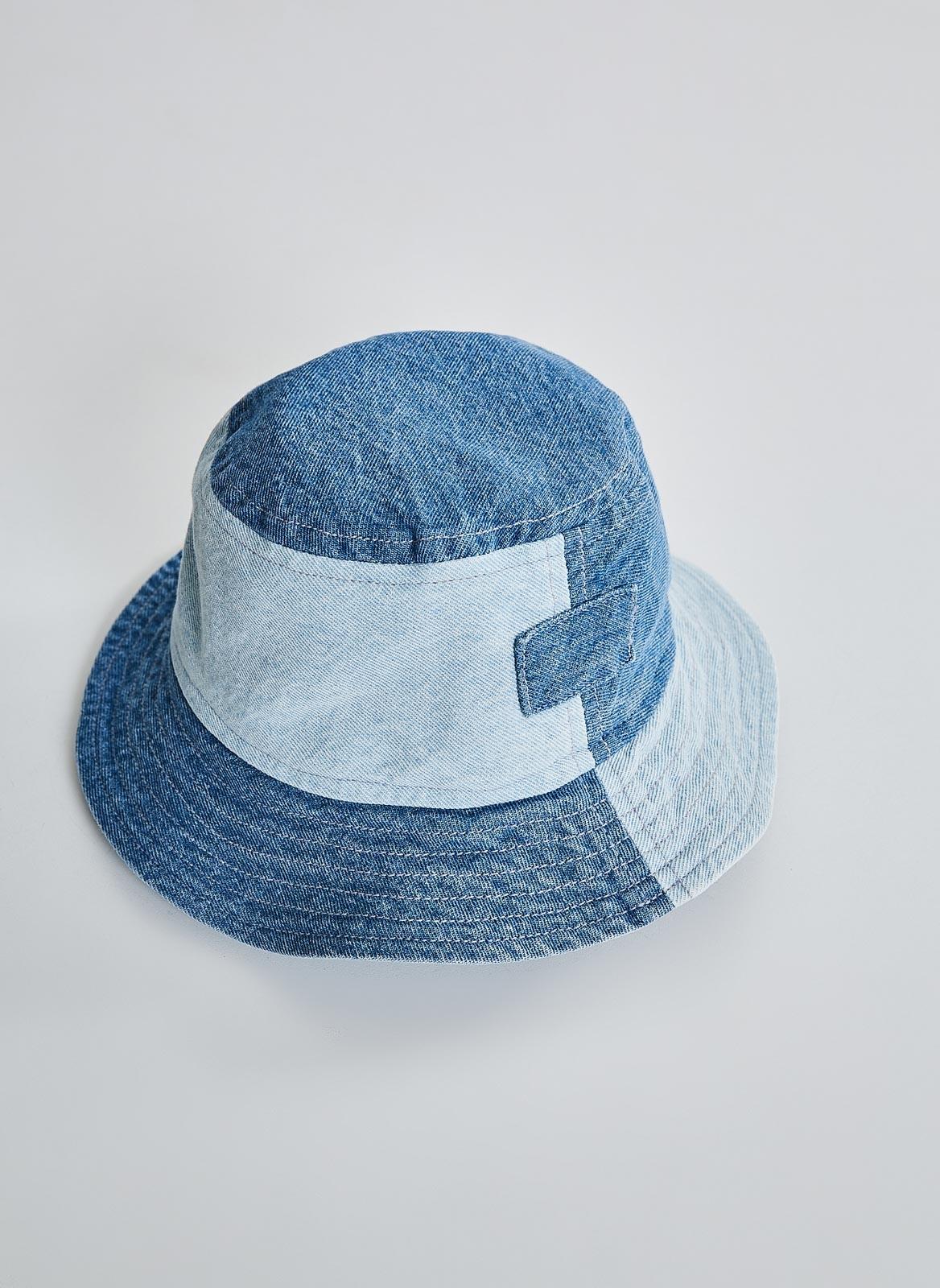 <em>Bucket hat patchwork</em> jeans <em>upcycle</em>, da Youcom